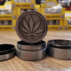 Grinder tutun iarba marijuana grinder metalic calitate garantata!!!!!
