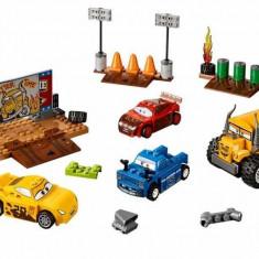 LEGO® Juniors Cursa nebuneasca de la Thunder Hollow (10744)
