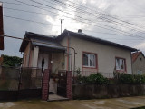Casa la tara cu gradina