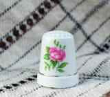 Degetar din portelan, de colectie - tematica flori, Decorative
