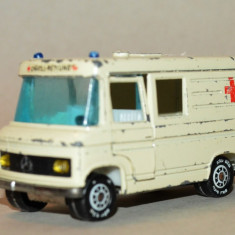Macheta SIKU - Ambulanta Mercedes Benz L 406 D - Macheta auto Matchbox, 1:55