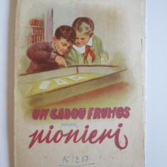 Rar! Un cadou frumos pentru pionieri-catalog timbre din anii 50