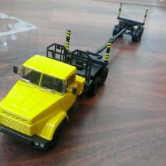 Macheta camion KrAZ 64371  Transport lemne- noua, scara 1/43