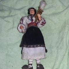 Papusa port traditional, arta crisana Taranca cu Fuiorul, lucru manual, T Gratuit - Broderie