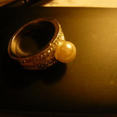 Inel elegant cu perla (imitatie), cristale -metal argintat, diam.int.=1, 9 cm, Marime: 59, 57 - 67
