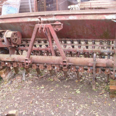Semanatoare paioase SUP 15 de Piatra Neamt - Utilaj agricol