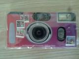 Aparat foto cu film si blitz