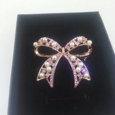 Brosa Perle si cristale Cod produs: BS 5 - Brosa Fashion