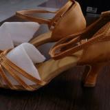 Sandale de dans aurii marimea 36-noi!