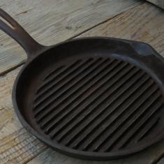 CRATIȚĂ / TIGAIE REALIZATĂ DIN FONTĂ, VECHE DAR ÎN STARE EXCEPȚIONALĂ 1, 1 KG! - Metal/Fonta, Vase