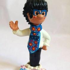 Figurina baiat cu cravata inflorata DAK, Sotin, cauciuc, 10.5cm