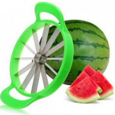Dispozitiv pentru feliat pepene