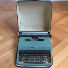 Masina de scris veche Olivetti Lettera 32