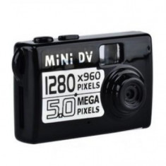 Mini camera video cu functie de detectare a miscarii