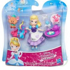 Figurina Hasbro Disney Princess Little Kingdom Small Doll & Friend Cinderella'S Sewing Party