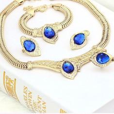 Bijuterii elegante cu cristale albastre