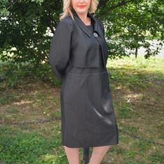 Costum de ocazie, pe gri, masuri mari, doua piese cu rochie si bolero (Culoare: GRI, Marime: 48) - Costum dama