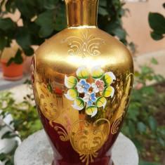 VAZA DIN STICLA DE MURANO ROSIE DECORATA CU AUR COLOIDAL, MODEL FLORAL - Vaza sticla