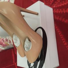 Pantofi noi Nine West numărul 38 bej si bleumarin - Pantof dama Nine West, Cu toc