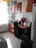 Vand Apartament 2 camere renovat, Etajul 3