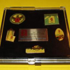 Lot 6 insigne de colectie (in caseta) - OLIMPIADA de iarna - ALBERTVILLE 1992 - Insigna fotbal
