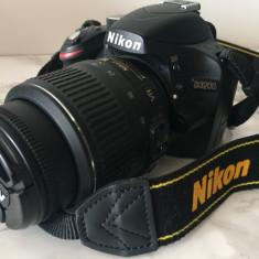 Aparat foto DSLR Nikon D3200 + 18-55mm VR (body+obiectiv+geanta)