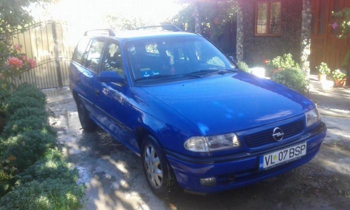 Opel Astra Caravan . foto mare
