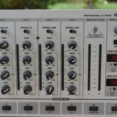 Mixer Behringer DJX 700 cu efecte