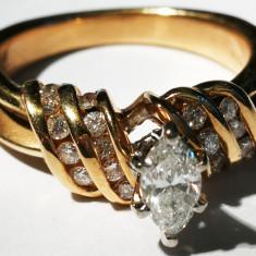Inel aur 6,1 gr 14 carate cu 20 diamante mici si un diamant mare oval