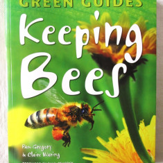 """GREEN GUIDES - KEEPING BEES"", Pam Gregory / Claire Waring, 2011. Apicultura - Carti Agronomie"