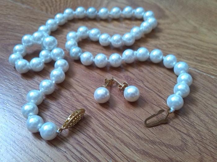 set cercei si colier perle albe akoya foto mare