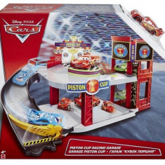 Set De Jucarii Cars Piston Cup Racing Garage Playset - Masinuta electrica copii Mattel