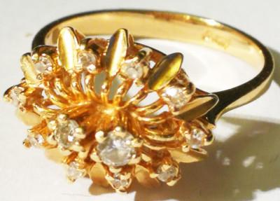 Inel aur 2,9 grame  marcat 10 carate cu 10 diamante mici si 2 mari foto