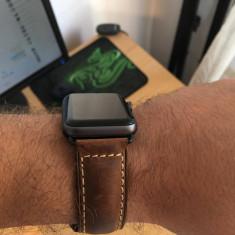 Vand Apple watch 2 space grey 42 mm + 4 Curele - Smartwatch Apple, Aluminiu, Apple Watch Series 2