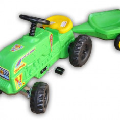 Tractor verde cu pedale