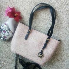 Geanta firma - brand MK - culoare nude-rose - Geanta Dama, Culoare: Bej, Marime: Medie, Geanta de umar, Asemanator piele