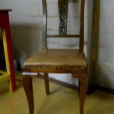 Pereche scaune, stejar masiv, elemente Art Nouveau, 45x43cm., spatar 105cm., 1900 - 1949