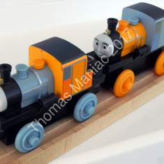 Thomas and Friends ✯ Wooden Railway ✯ BASH si DASH ✯ Magnetic Trains ✯ 2012 - Trenulet, Locomotive