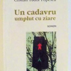 UN CADAVRU UMPLUT CU ZIARE de CRISTIAN TUDOR POPESCU, 2001 - Carte Sociologie