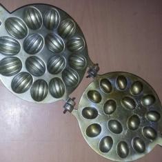 Forma veche de prajituri,forma de nuci MARE 16 cm,16 nuci,matrita in vaselina