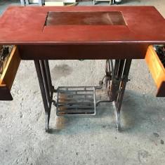 Masina de cusut cu pedale Ileana UMC Cugir