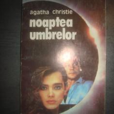 AGATHA CHRISTIE - NOAPTEA UMBRELOR - Carte politiste