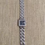 Vand ceas de dama marca GUCCI, bratara metalica, mecanism quartz, cadran negru