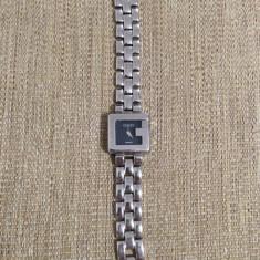 Vand ceas de dama marca GUCCI, bratara metalica, mecanism quartz, cadran negru - Ceas dama Gucci, Elegant, Otel, Analog