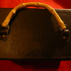 Cutie veche tip valijoara -caseta bijuterii sau poseta ,maner bambus ,dim.=20cm