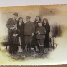 Fotografie veche, 1934, militar / capitan armata cu familie, Alb-Negru, Portrete, Europa