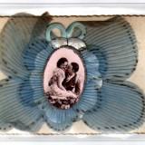 FELICITARE IN RELIEF APLICATIE TEXTILA FRANTA ROMANTIC - Carte postala tematica, Circulata, Fotografie
