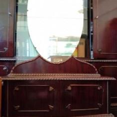 Toaleta din lemn cu oglinda