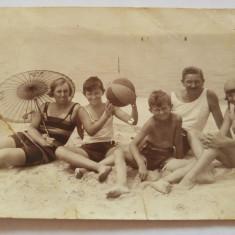 Fotografie veche tip carte postala, 1928, expediata in Jimbolia, familie plaja, Alb-Negru, Sarbatori, Romania 1900 - 1950