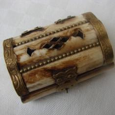 Cutie din os cu balamale din alama in forma de bufnita - Cutie Reclama